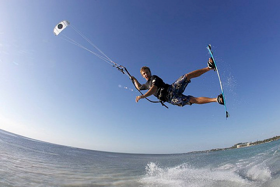 Kiteboarding: you need train to do this