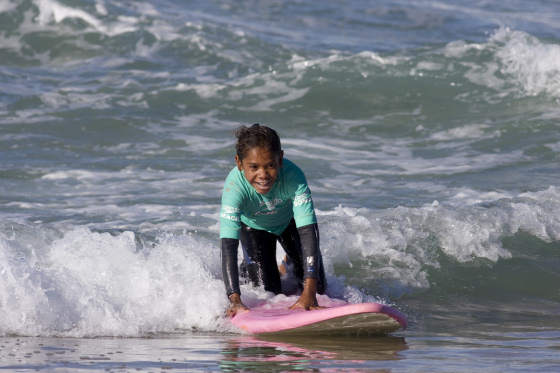 Indigenous children had a surfing experience