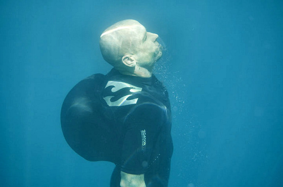 Inflatable wetsuit: it might save your big wave riding life