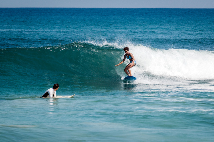 Surfing: is it difficult to learn how to ride a wave? | Photo: Shutterstock
