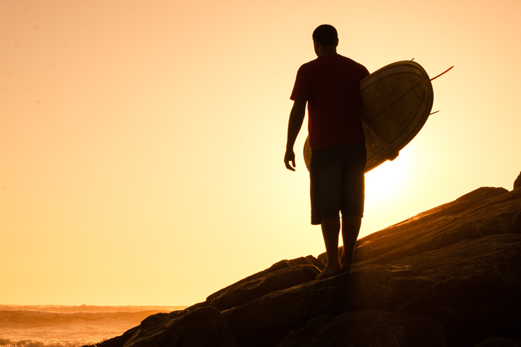 Surfboards: know how to carry them down to the beach | Photo: Shutterstock