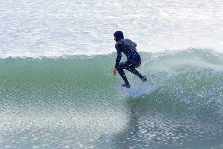 Surfing without surfboards: glide your feet through the water