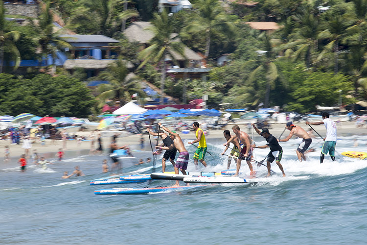 Sayulita Beach: SUPer competitors | Photo: Reed/ISA