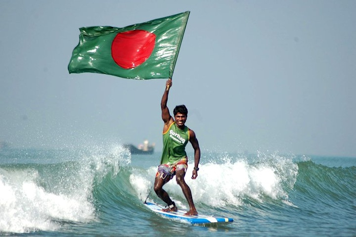 Jafar Alam: the first Bangladesh surfer