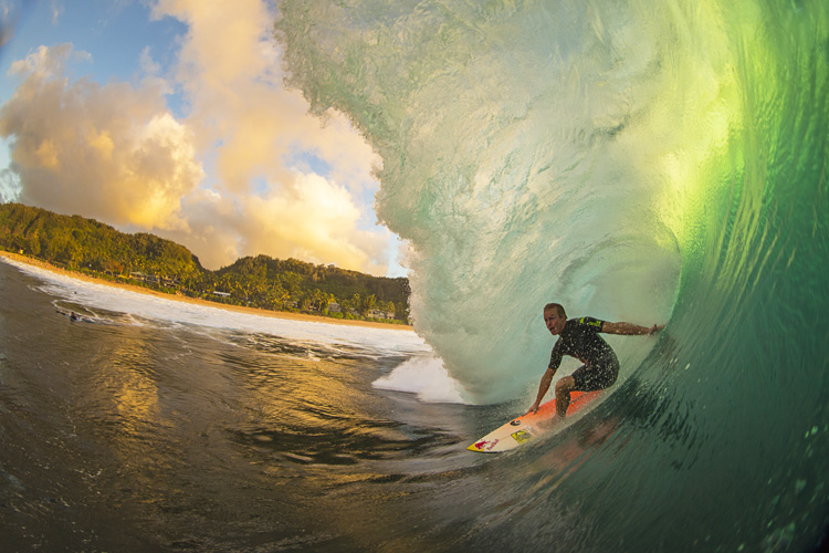 Jamie O'Brien: crazy in an out of the water | Photo: Noyle/Red Bull
