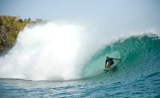 Jamie O'Brien conquers the Rip Curl Invitational at Padang Padang