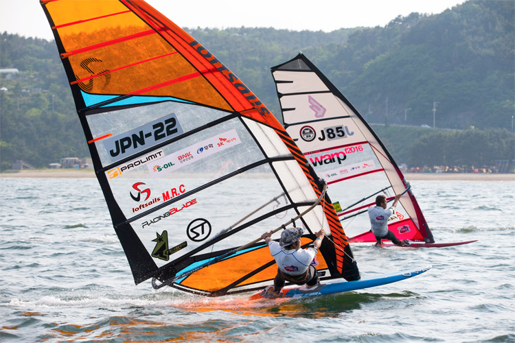 Windsurfing: Japanese sailors developed a gadget that will optimize sail handling | Photo: Carter/PWA