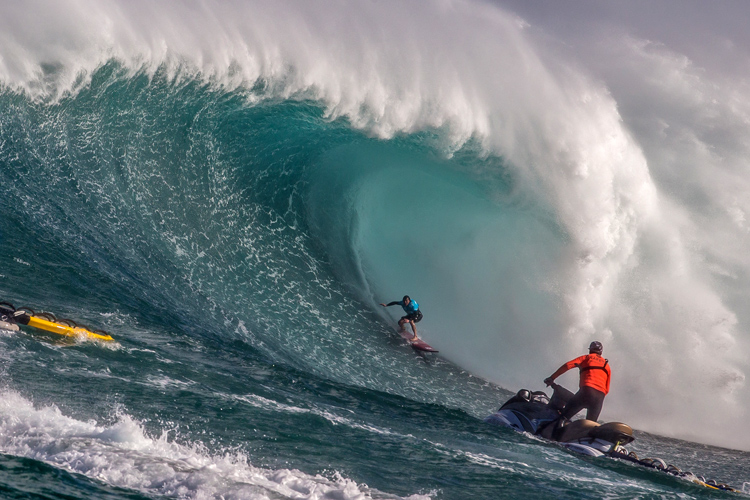 Jaws/Peahi: probably the  fastest, heaviest, and largest wave in the Pacific Ocean | Photo: Hallman/WSL
