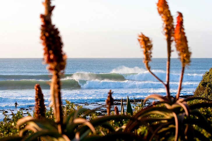 Jeffreys Bay: endless wave lines | Photo: ttridetravel.com