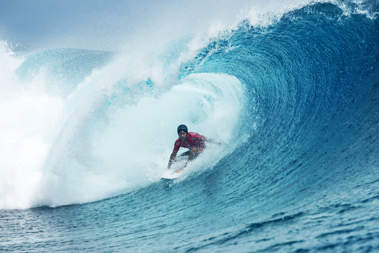 Jeremy Flores: wearing a helmet at Teahupoo | Photo: Robertson/WSL