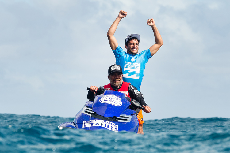 Jeremy Flores: the Helmet Man prevails at Teahupoo | Photo: CEstari/WSL