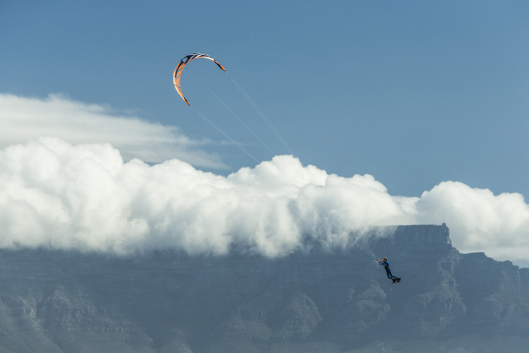 Jerrie van de Kop: flying over Big Bay | Photo: Black/Red Bull