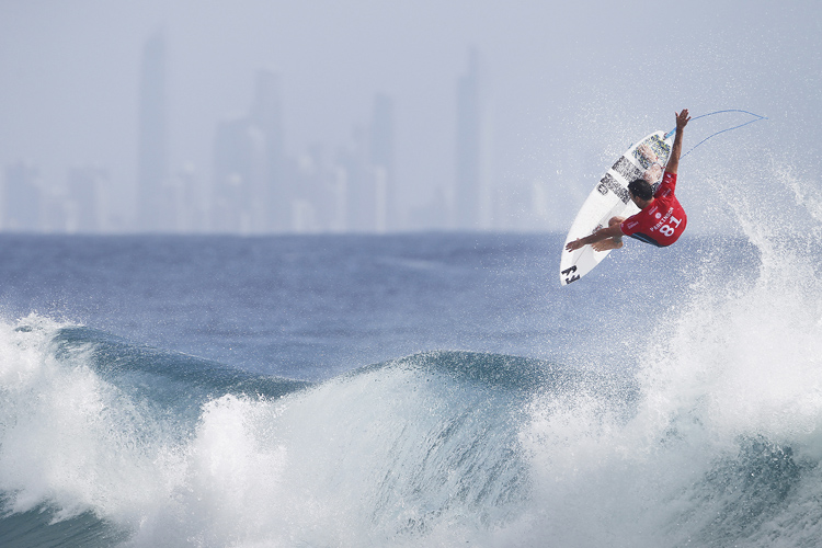 Joel Parkinson: flying over the Gold Coast | Photo: Kirstin/WSL