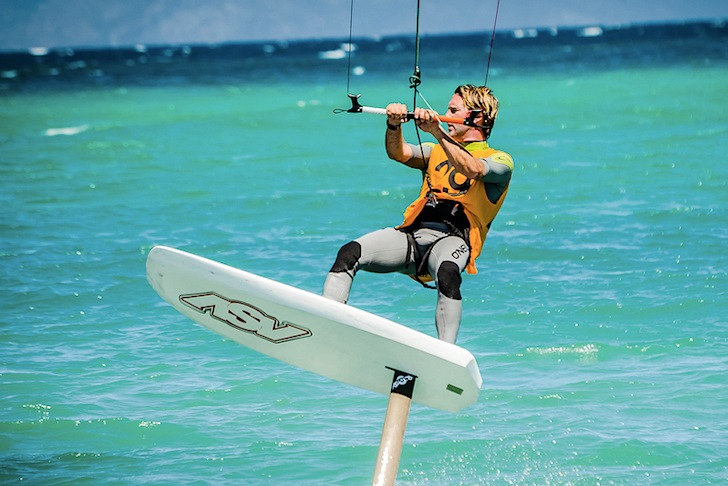 Joey Pasquali: breaking records on a hydrofoil kite