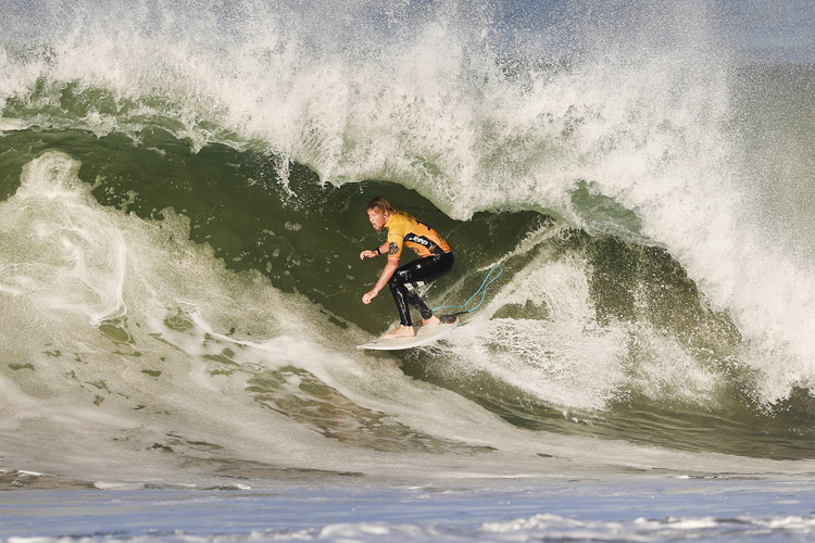 77447e074c Pipeline will crown the 2017 World Surf League champion