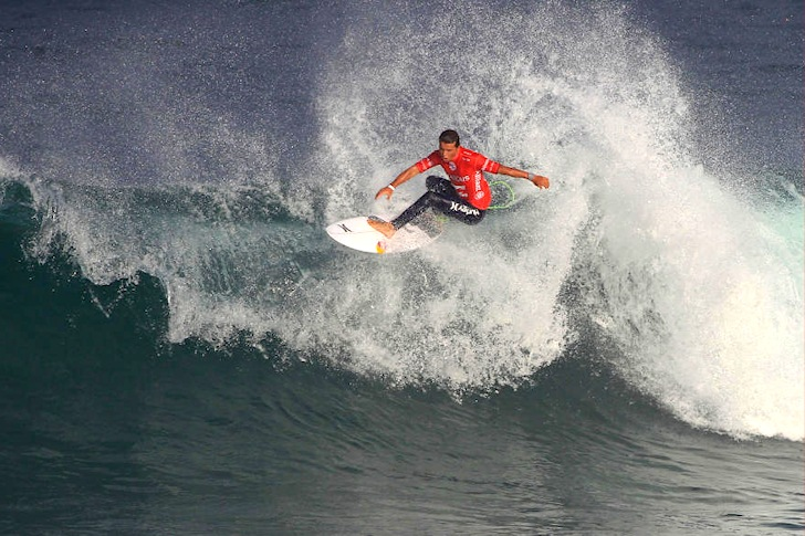 Julian Wilson: perfect hair, flawless floater | Photo: ASP/Masurel