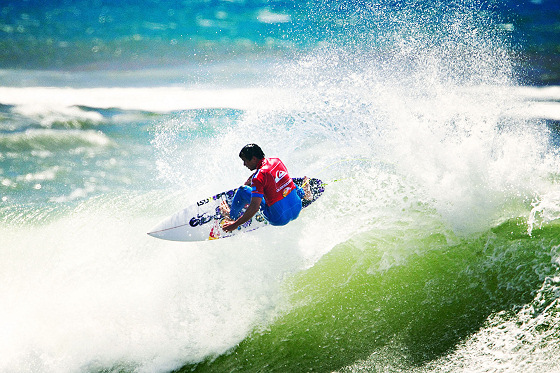 Julian Wilson: perfect surfing in Portugal