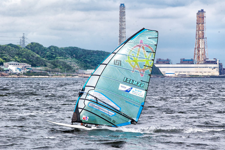 Julien Quentel prevails in the winds of Japan