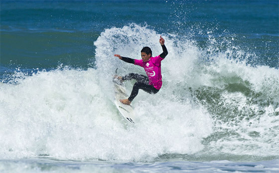 NZ junior surfers: doing crazy things in small waves
