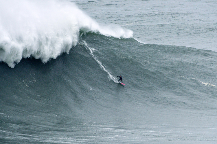 Justine Dupont: the French surfer is a habitué at Nazaré | Photo: Red Bull