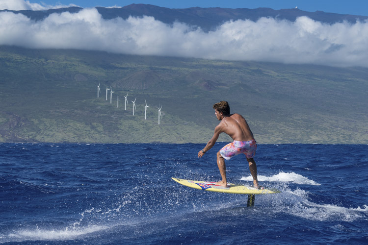 Kai Lenny: he crossed the major channels of the Hawaiian islands using hydrofoils | Photo: Mann/Red Bull