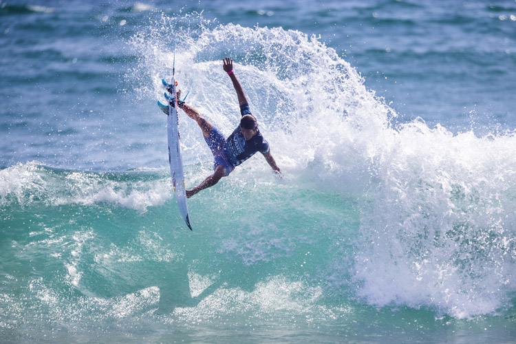Kanoa Igarashi: the tail-high, air reverse that gave him the win at the 2018 US Open of Surfing | Photo: Morris/WSL