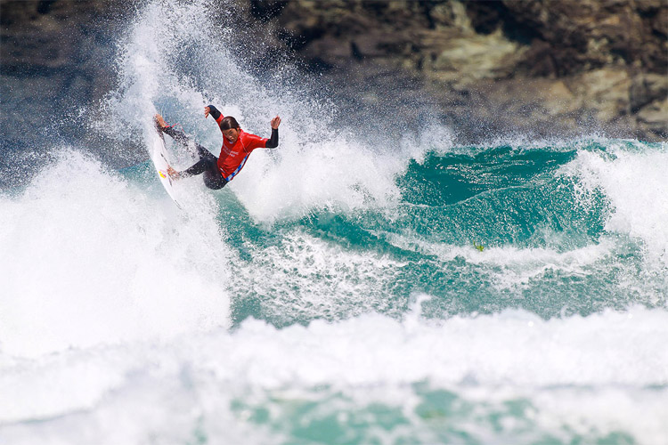 Kanoa Igarashi: showing off his power surfing in Pantin | Photo: Masurel/WSL