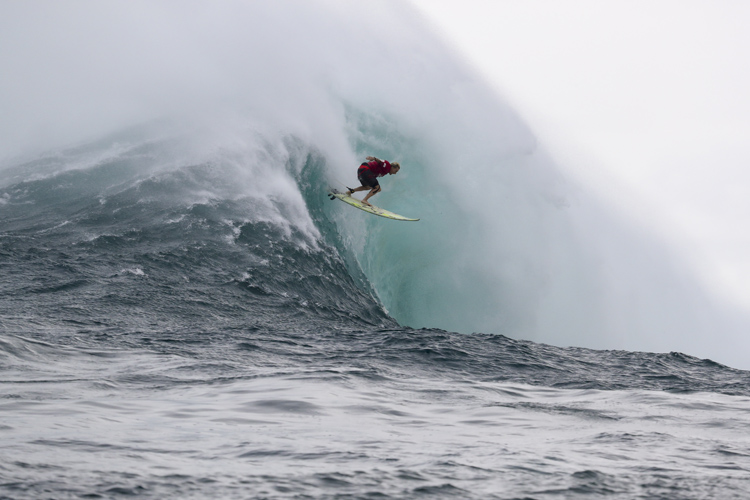 Keala Kennelly: negotiating a trick take-off at Jaws | Photo: Hallman