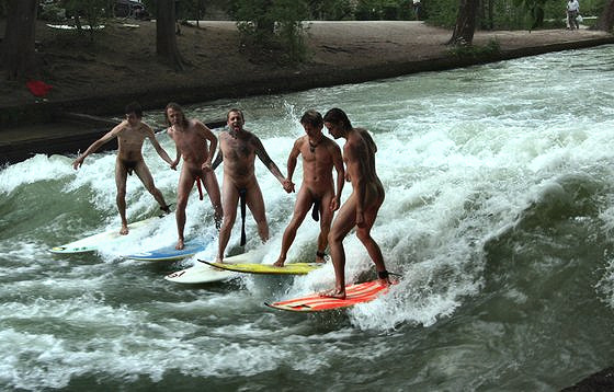 Keep Surfing: a river wave party
