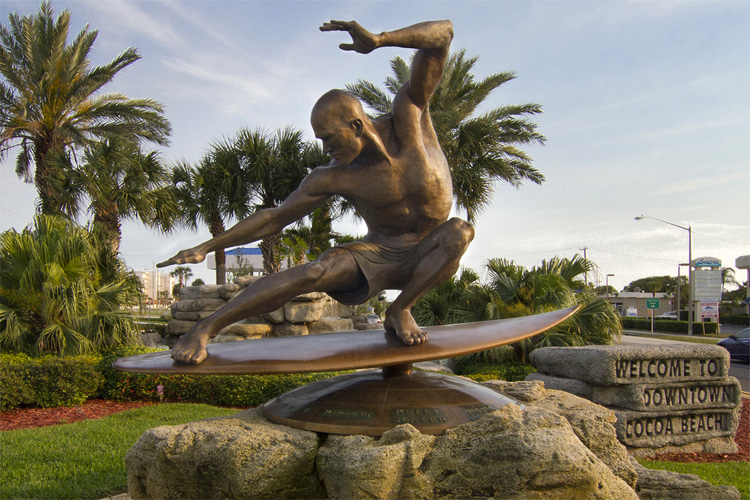 Kelly Slater Statue: Cocoa Beach, Florida, USA | Photo: Tasha Drazich