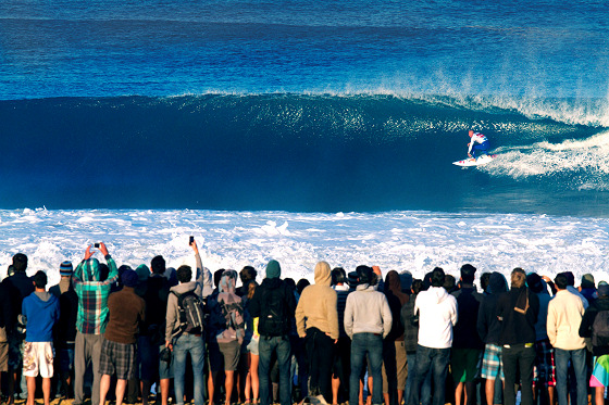 Surfing: the future of the sport is getting barreled