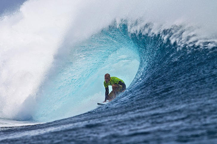 Kelly Slater: relaxing at home