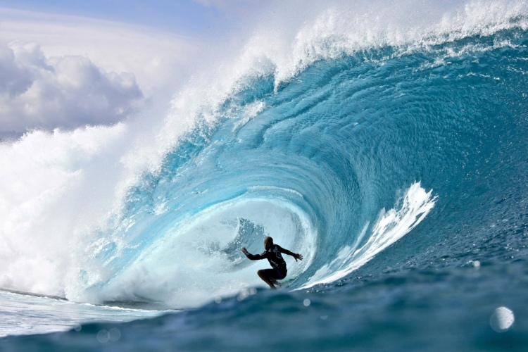 Surfers, wax your surfboards: it's the 2015 Volcom Pipe Pro