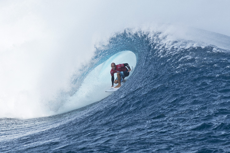 Kelly Slater: deep in the Cloudbreak | Photo:  WSL/Robertson