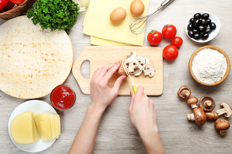 Ketogenic diet: eggs, cheese, tomato are some of the ingredients that will shift our body's metabolism away from a carb-induced to a ketone and fat-based paradigm | Photo: Shutterstock