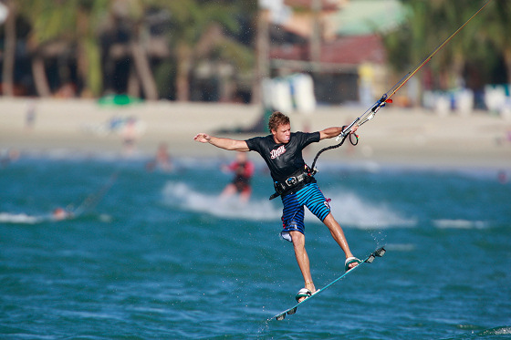 Kiteboarding: challenge everything
