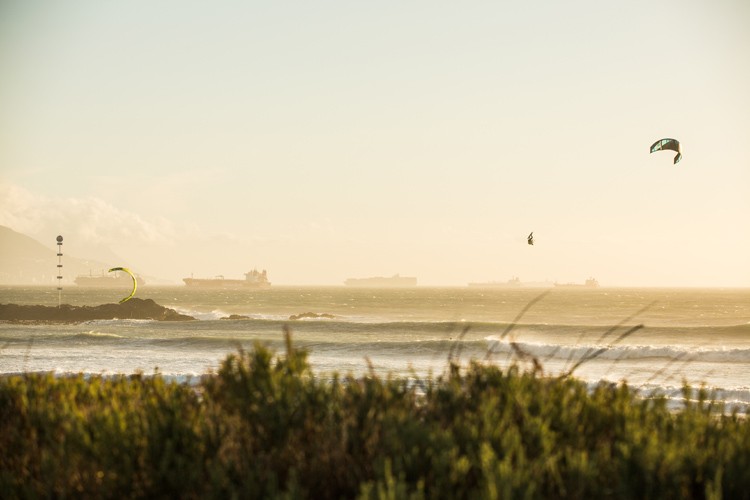 Kevin Langeree: a kite loop specialist at the Red Bull King of the Air | Photo: Van der Heide/Red Bull