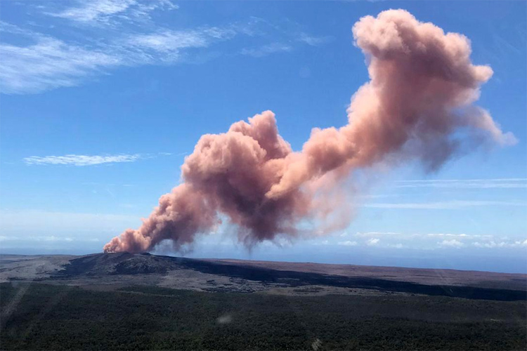 Kilauea volcano erupts in Hawaii's Big Island