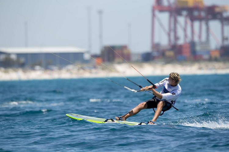 Kiteboarding: lifejackets are compulsory in NSW | Photo: Hayto/IKA