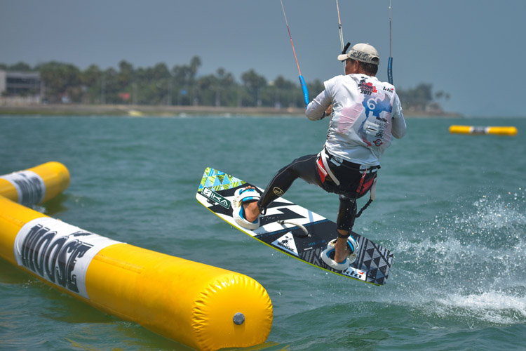 TwinTip:Racing: kiteboarding with obstacles gains momentum | Photo: Baranescu/KTA