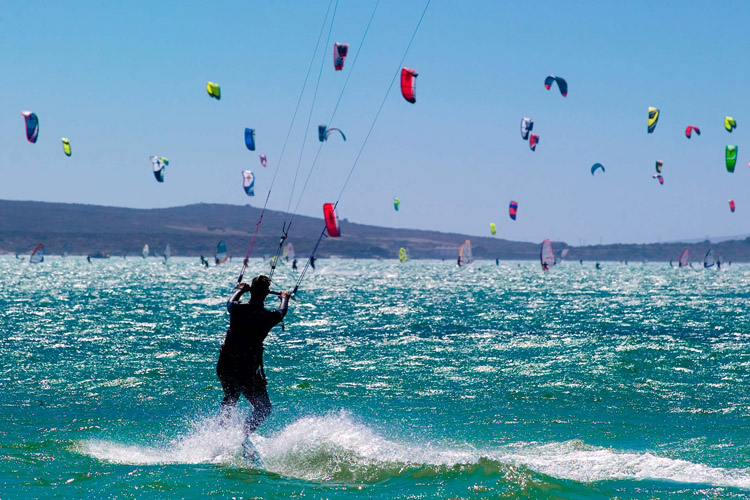 Kiteboarding: there are thousands of kite fanatics Down Under | Photo: KA