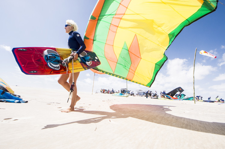 Kiteboarding: a complete kitesurfing kit may cost you between $1,800 and $2,200 | Photo: Costa/Red Bull