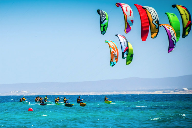 Kiteboarding: learn the sailing rules and respect the safety procedures