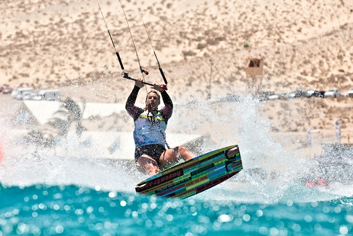 Waterstart: master the art getting on the kite board | Photo: PKRA/Toby Bromwich