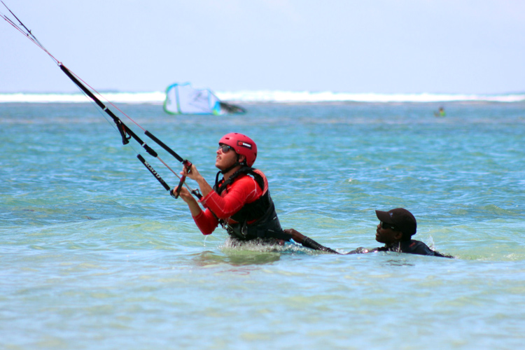 Body dragging: kiteboarders can use this technique to retrieve a board or for self rescue purposes | Photo: Quest Kiteboarding