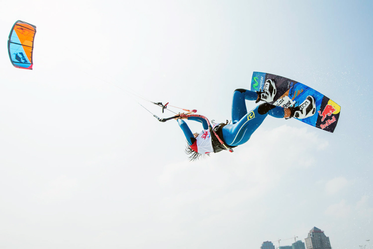 Kiteboarding in China: Gisela Pulido claims the skies of Pingtan | Photo: Bromwich/PKRA