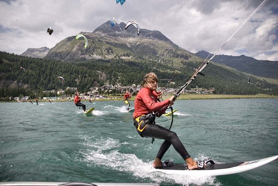 Kiteboarding: crossing the lines