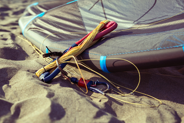 Kiting equipment: always double-check your gear before starting your session | Photo: Shutterstock