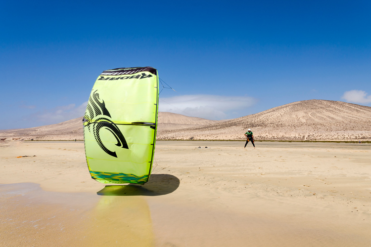 Kiteboarding: a seriously funny sport | Photo: Shutterstock