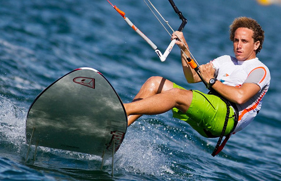 Kiteboarding: racing rules avoid line entanglement